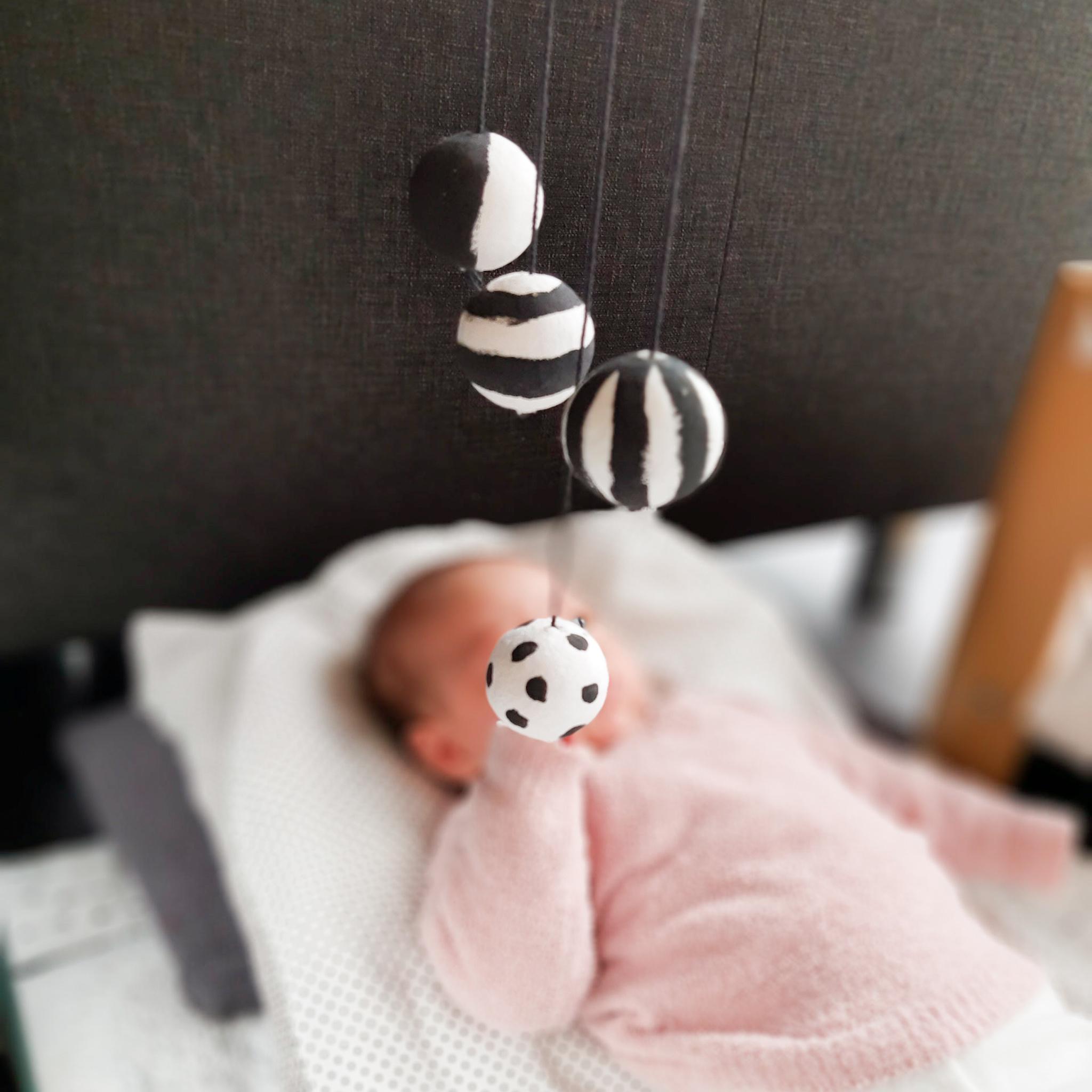 Montessori mobielen – baby week 7