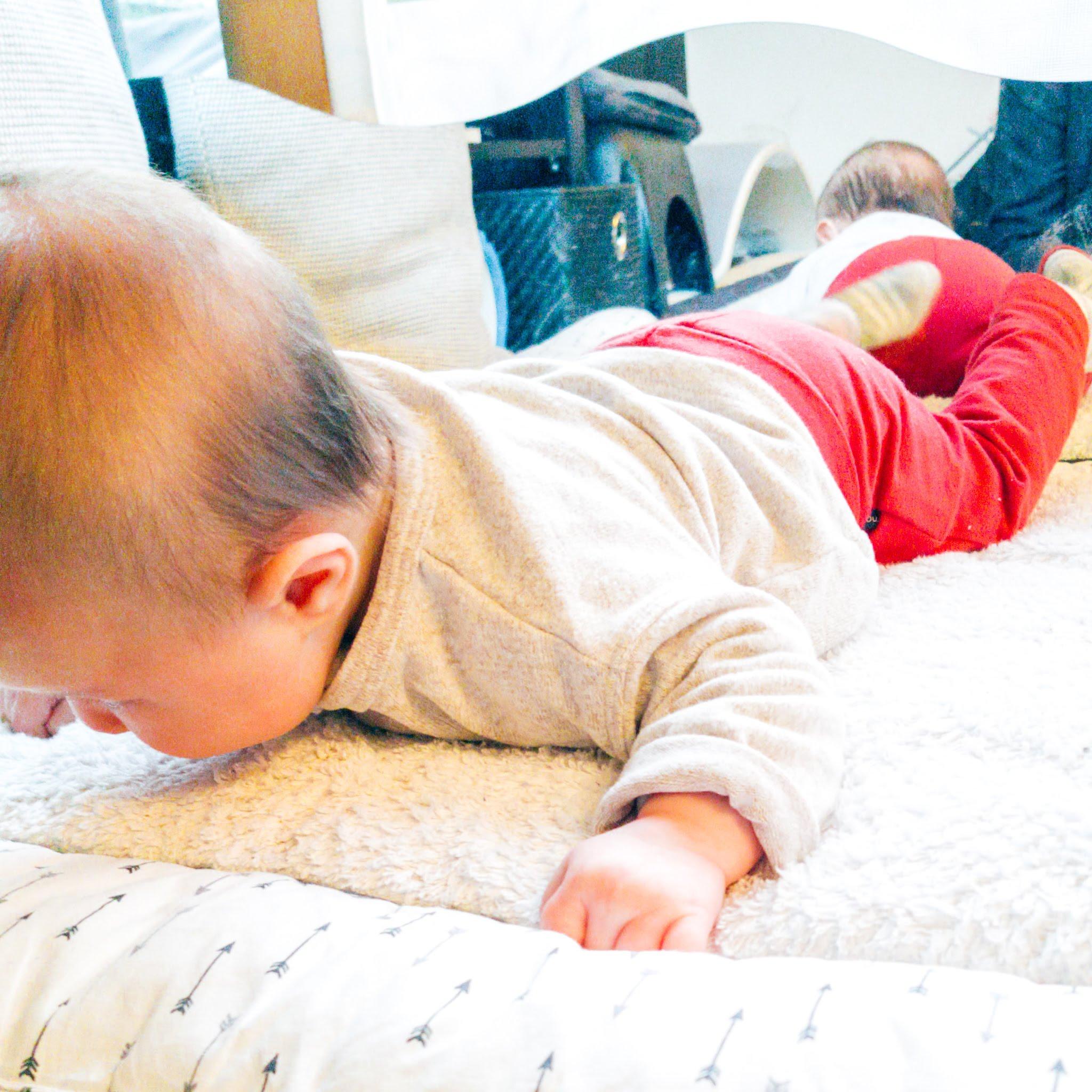Op de buik spelen – baby week 14