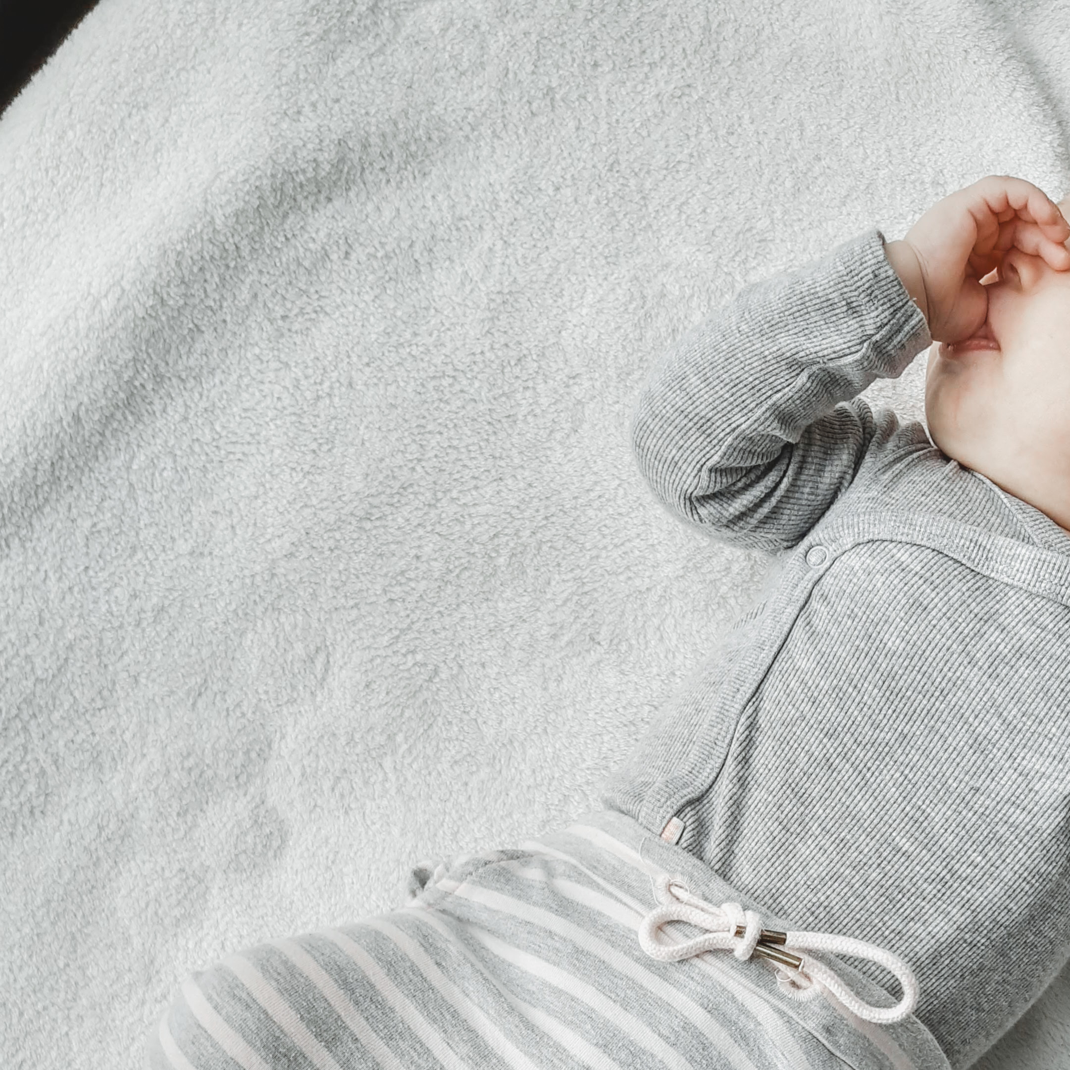 Duimzuigen – baby week 25