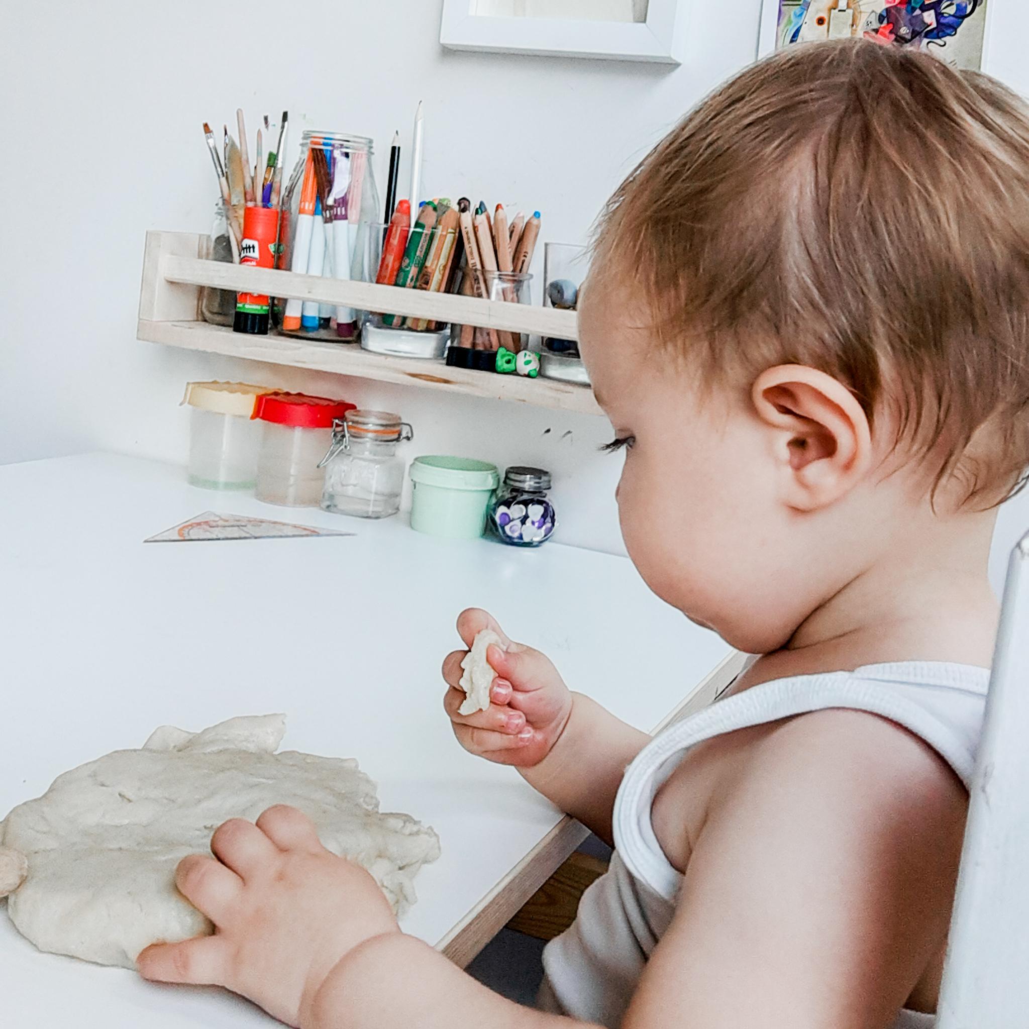 Babyproof plasticine – baby week 40