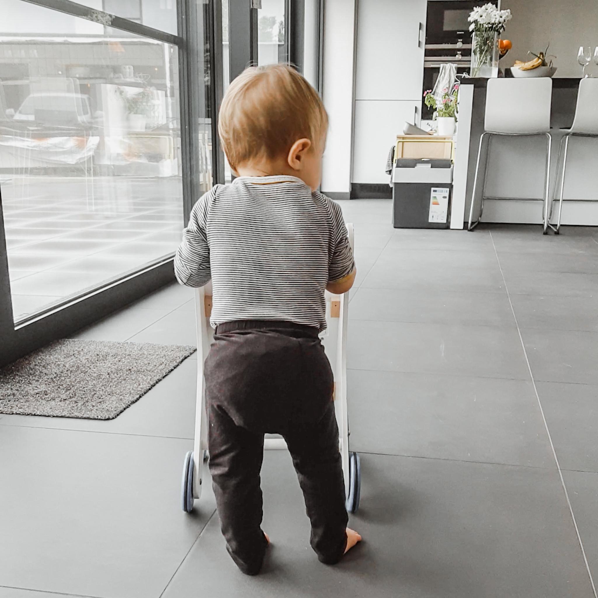 Leren stappen – baby week 50
